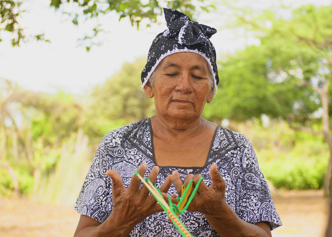 Fortalecimiento de emprendimientos de mujeres indígenas artesanas